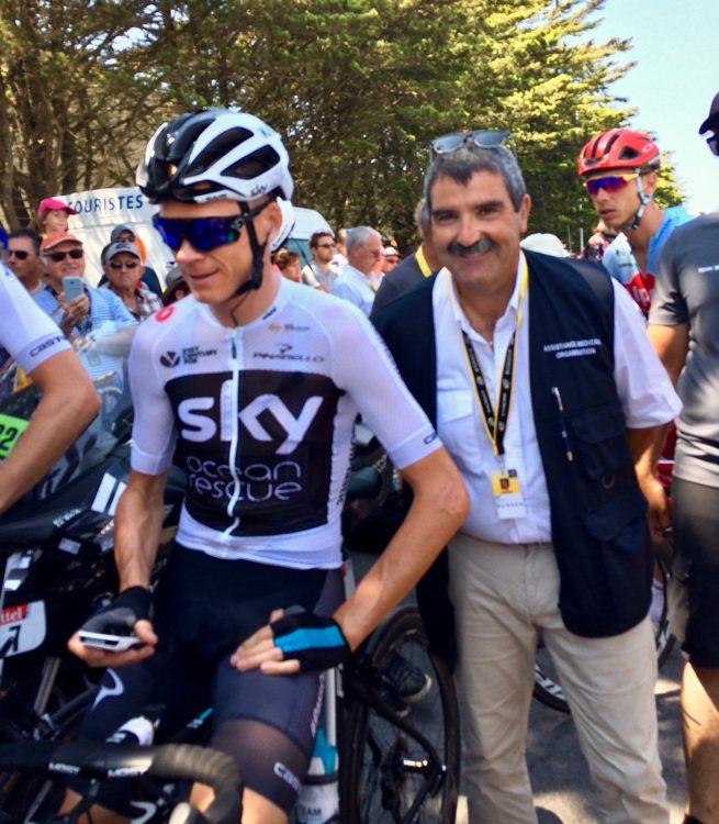 Pendant la durée du tour de France, le Professeur Versier s'occupe des coureurs !